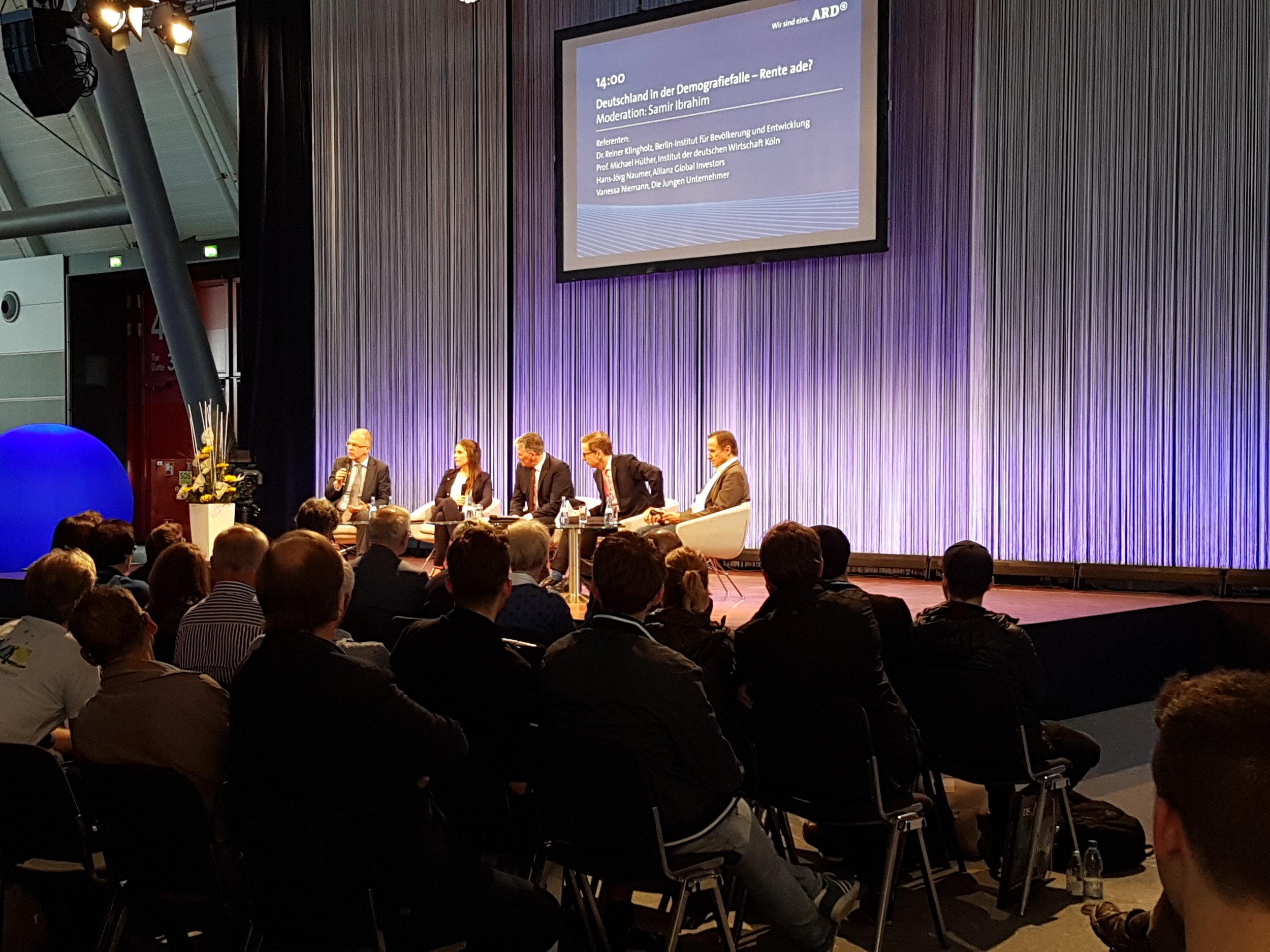 Diskussion auf der ARD-Bühne bei der Invest 2018 in Stuttgart. Foto: Johannes Lortz