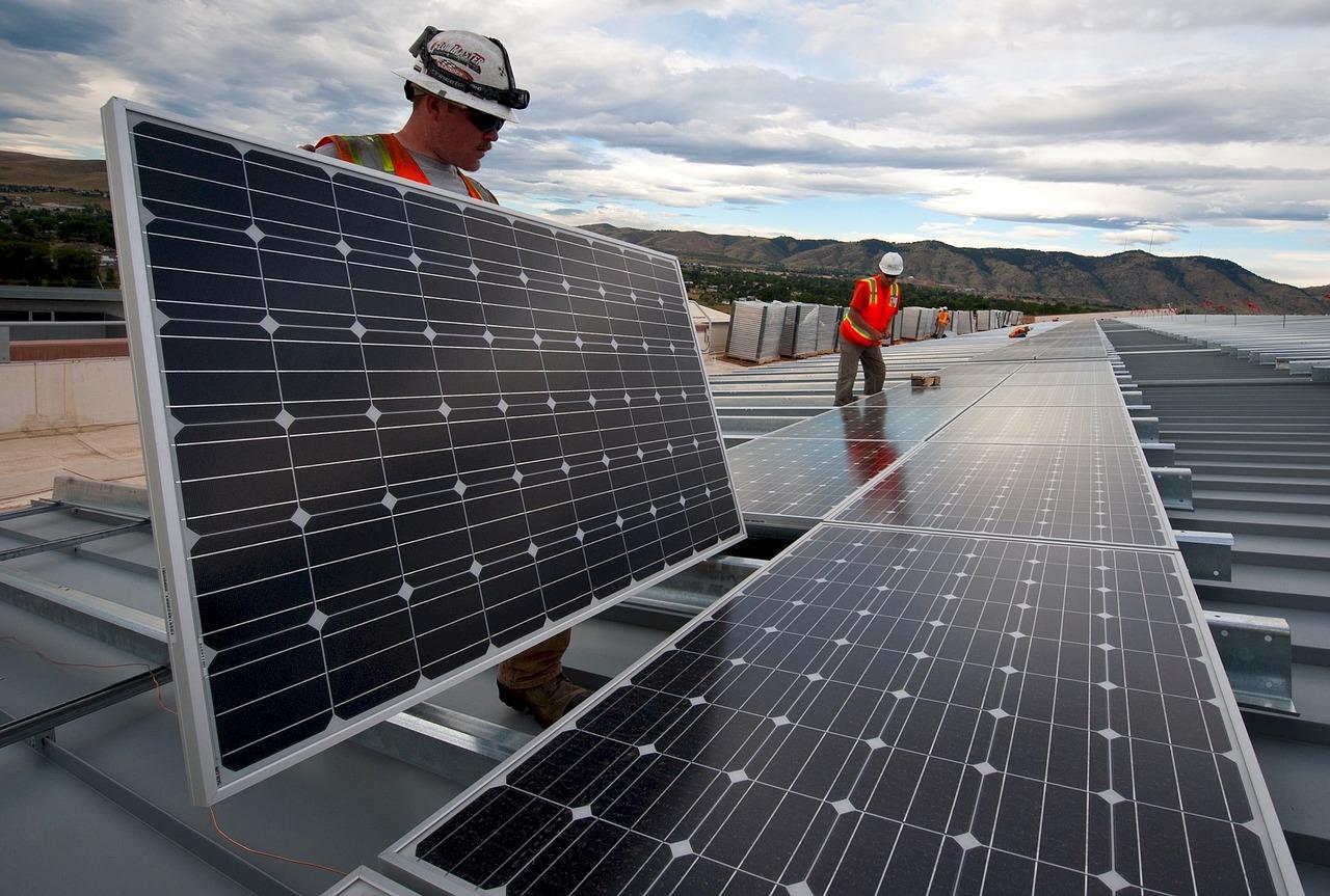 NextEra Energy investiert stark in Solarparks, um auch im Bereich Sonnenenergie der größte Lieferant zu werden
