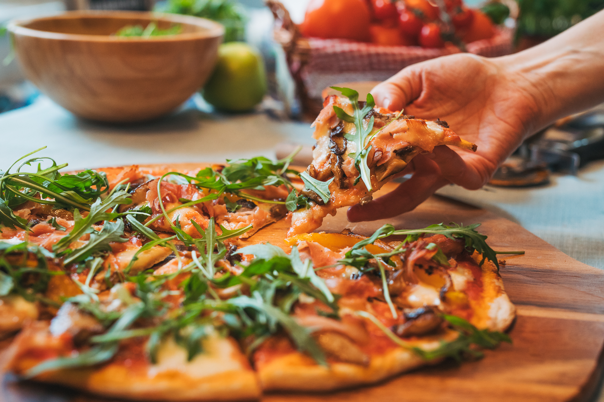 ham, mushroom, grilled pepper pizza