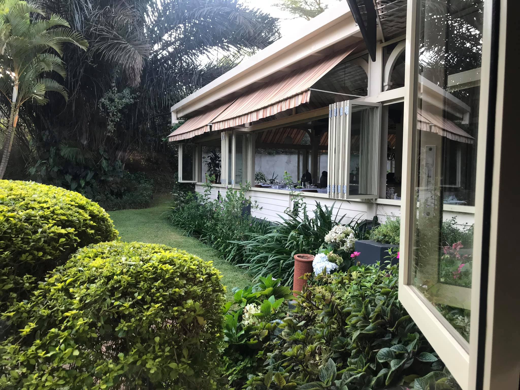 Nairobi-kenya-travel-eat-see-do-vickieremoe-72hours-EastAfrica-giraffe-shopping-TV40.jpg