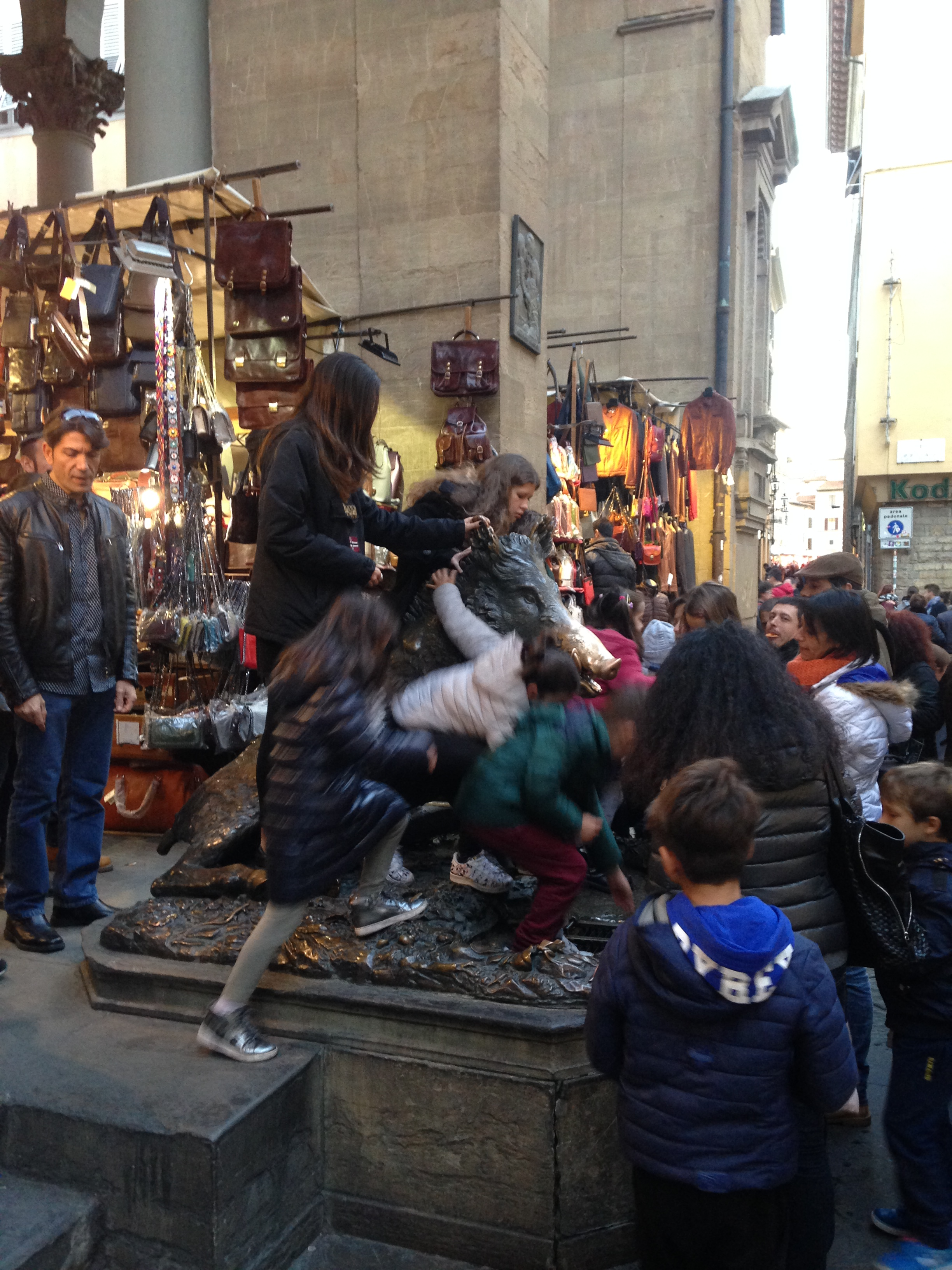 mercato nuovo rub the snout to return to florence