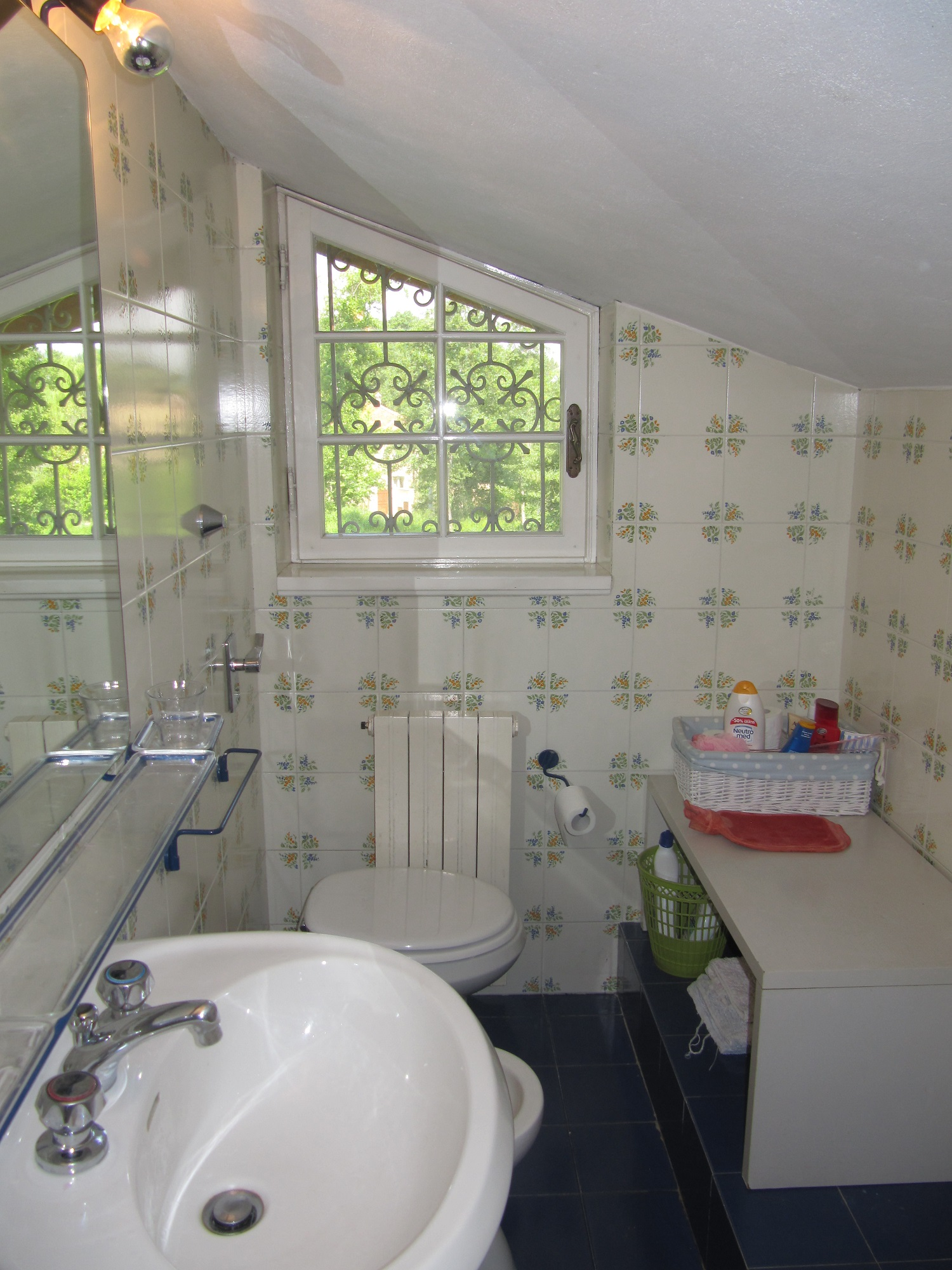 holiday-villa-forte-dei-marmi-ensuite-bathroom.JPG