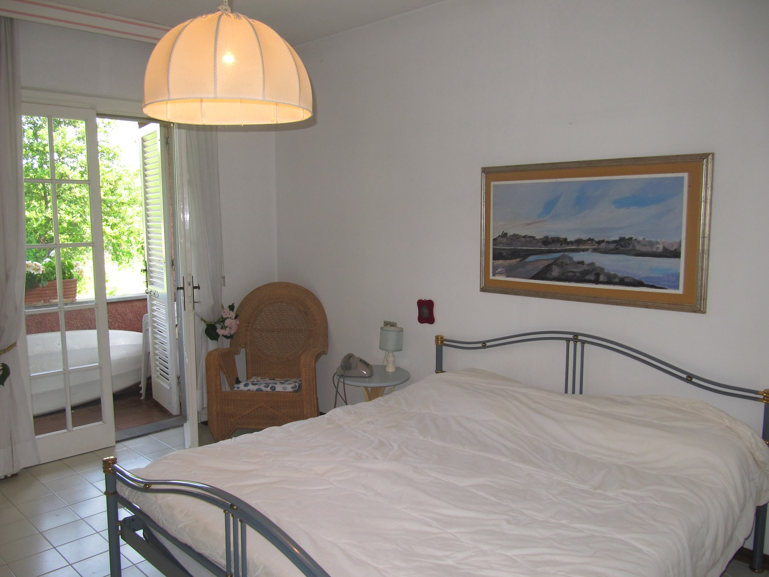holiday-villa-forte-dei-marmi-king-size-bed.JPG
