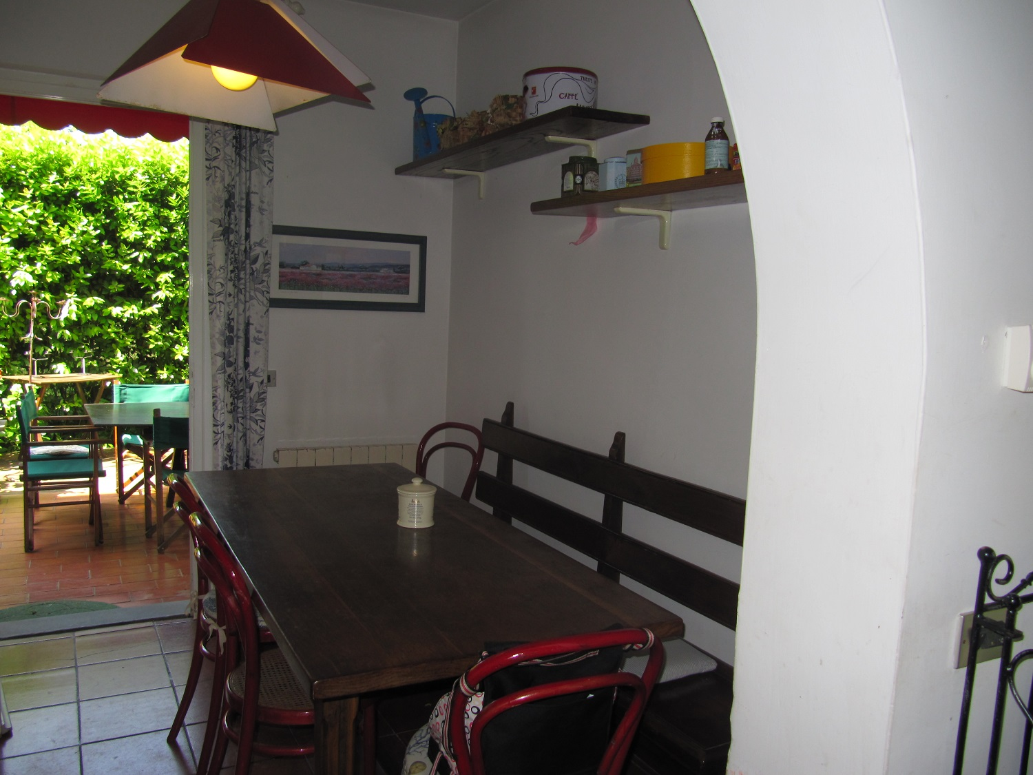 holiday-villa-forte-dei-marmi-kitchen-table-chair.JPG