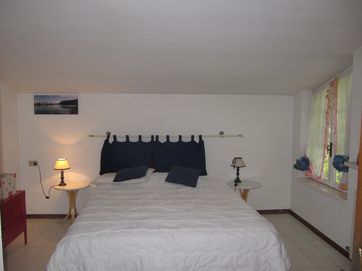 holiday-villa-forte-dei-marmi-penthouse-bedroom.JPG