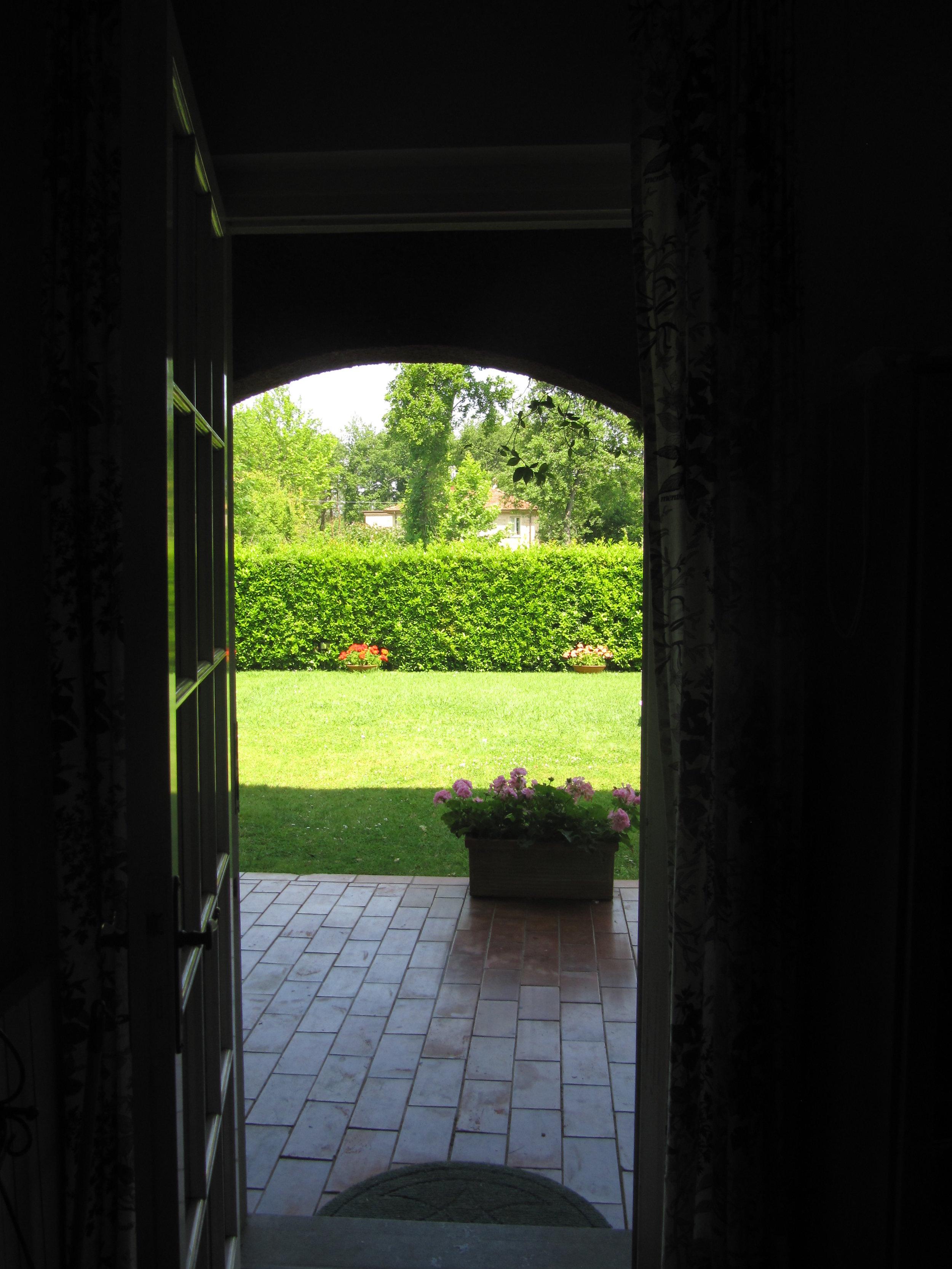 holiday-villa-forte-dei-marmi-garden.JPG