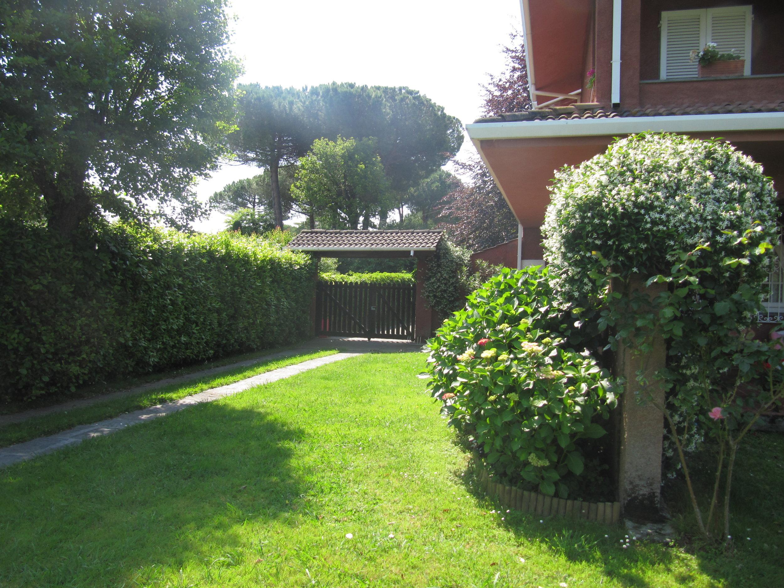 holiday-villa-forte-dei-marmi-parking-space.JPG