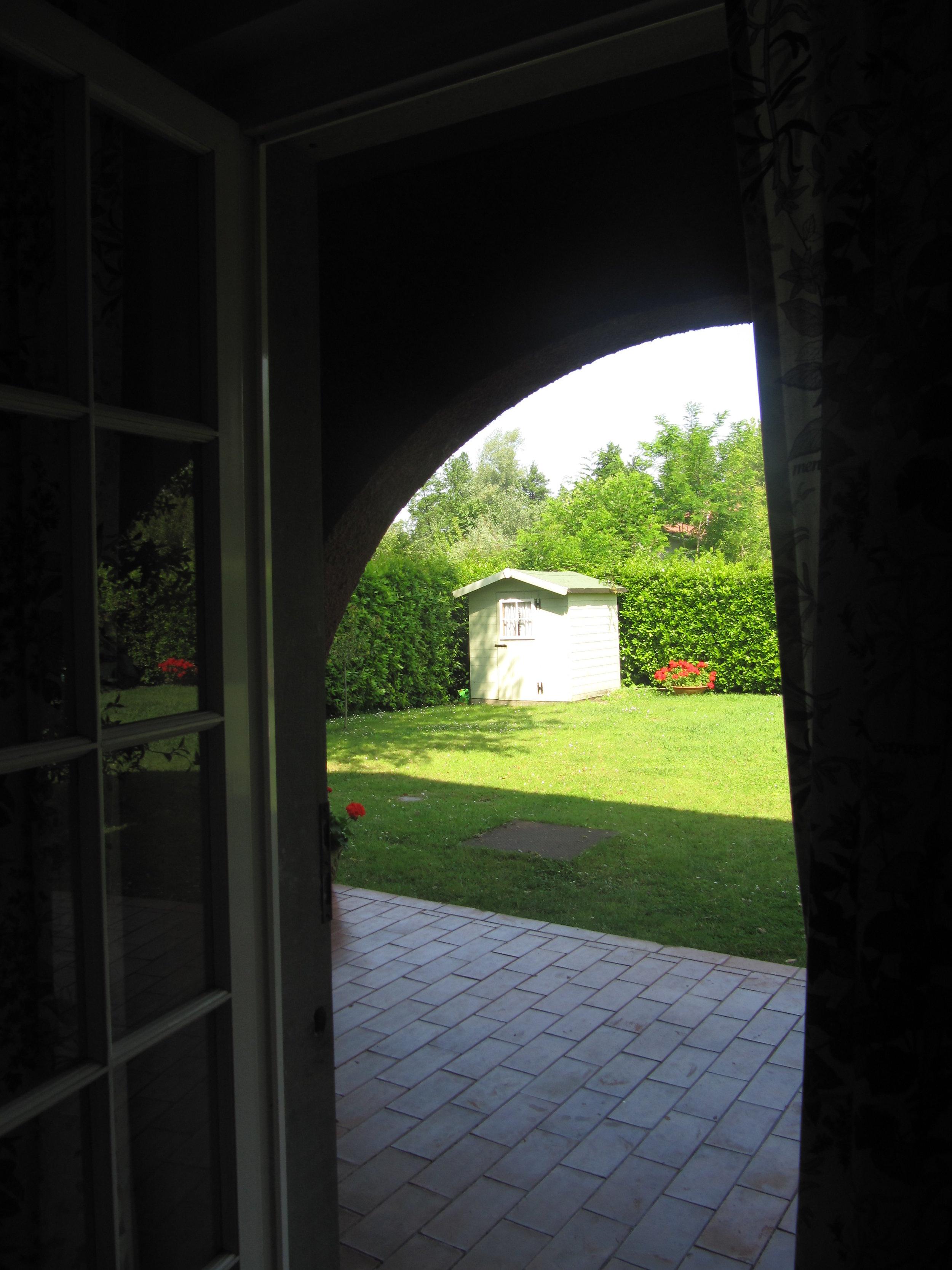 holiday-villa-forte-dei-marmi-garden-shed.JPG