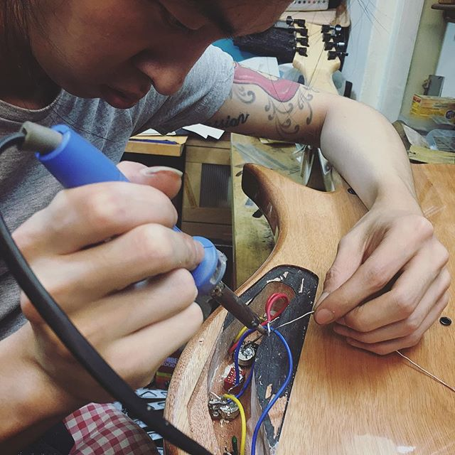 Master luthier as usual being meticulous and dedicated. 😎 #luthiersg #singapore #luthiersingapore #luthier #masterluthier #luthiers #waynelim #guitarplayers #guitarplayer #guitarists #guitarist #guitars #guitar #musicians #musician #photography #photos #photo #famousguitars #guitarrepair #luthiery #guitarrepairs #photooftheday #sgluthiers #singaporeluthier #singaporeluthiers #music #potd