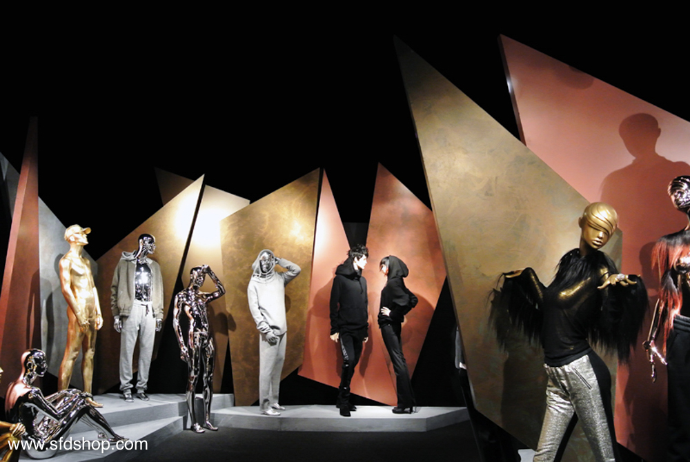 Mondo Mannequins showroom fabricated by SFDS 5.jpg