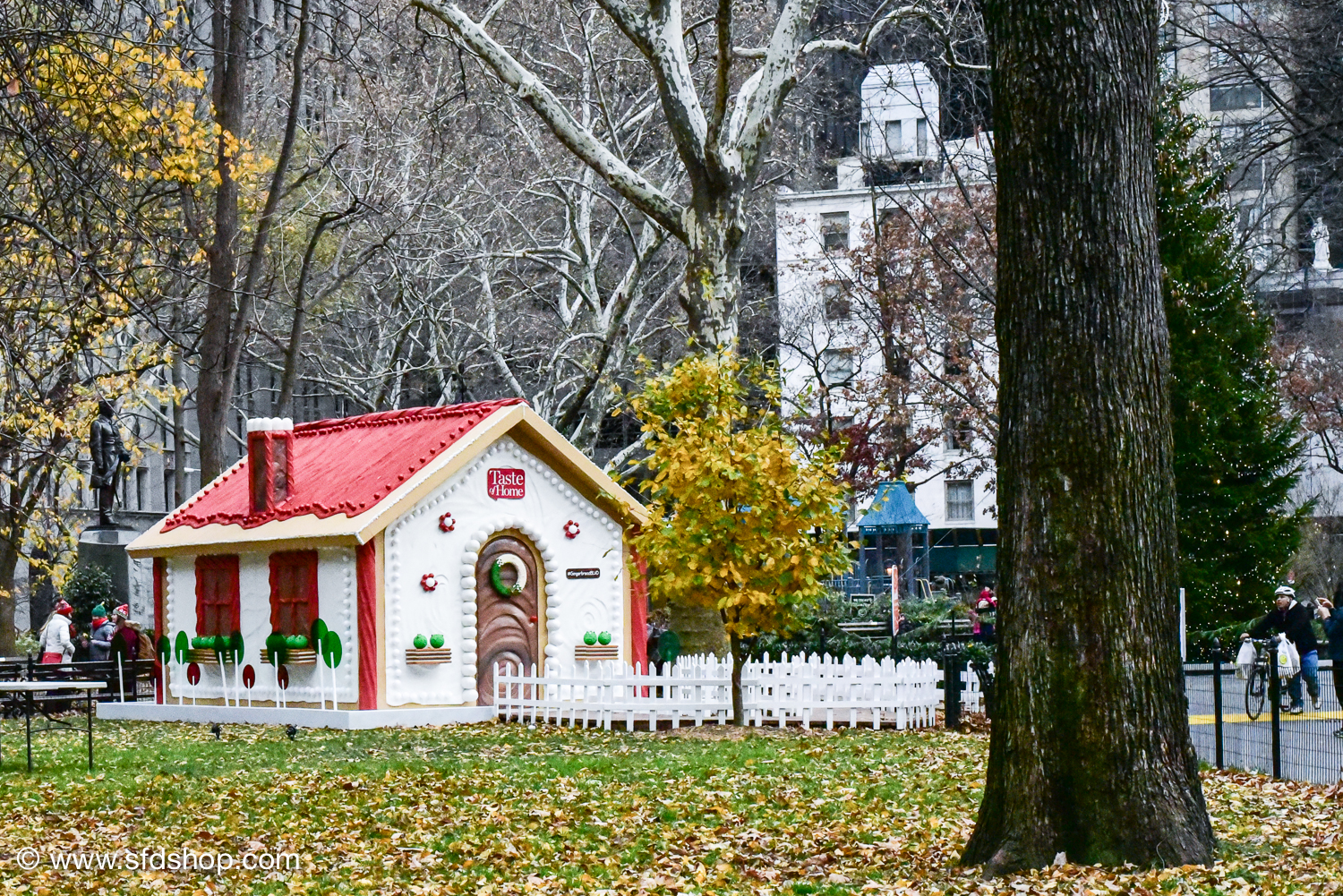 Taste of Home Gingerbread Blvd 2017 fabricated by SFDS-12.jpg