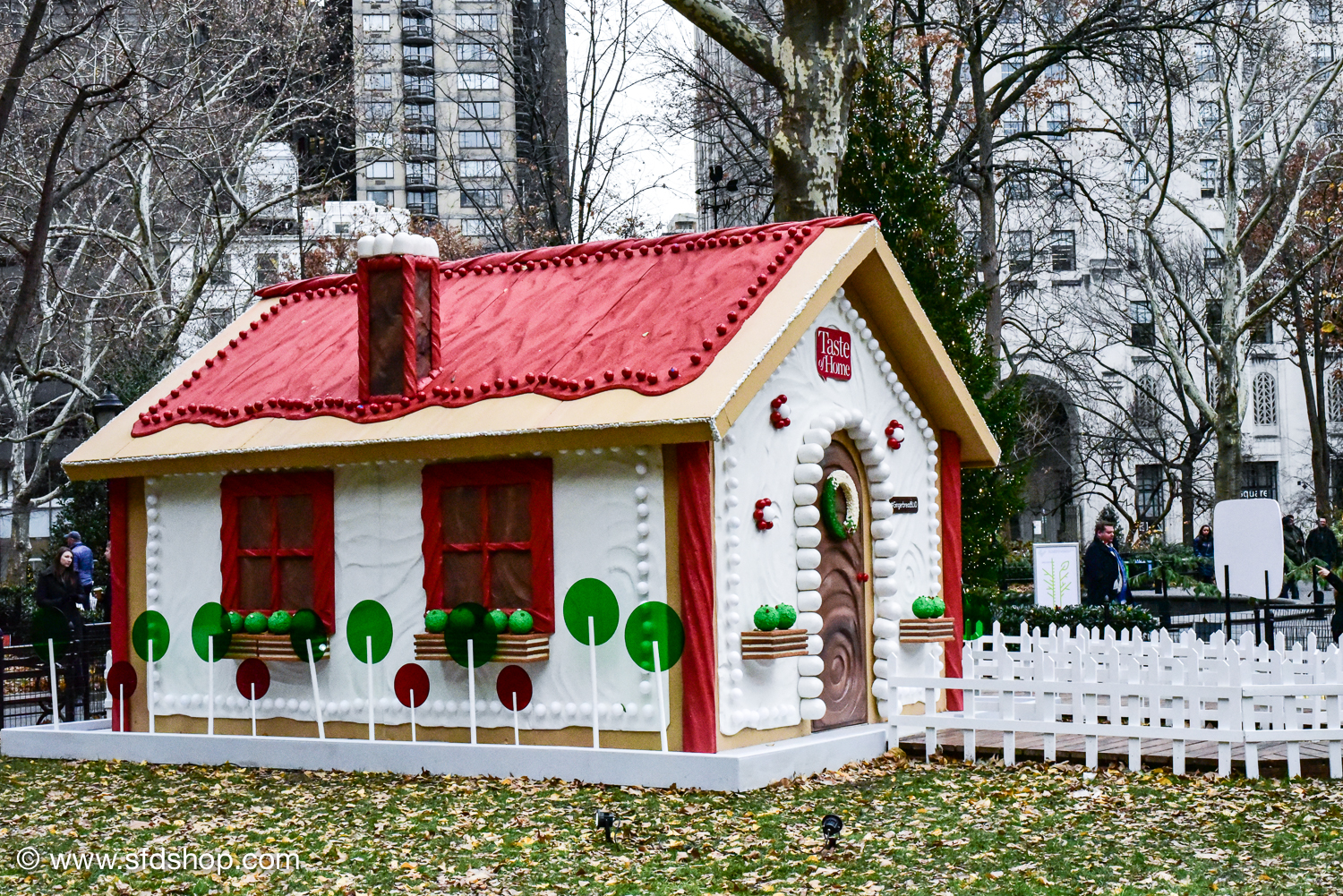 Taste of Home Gingerbread Blvd 2017 fabricated by SFDS-20.jpg