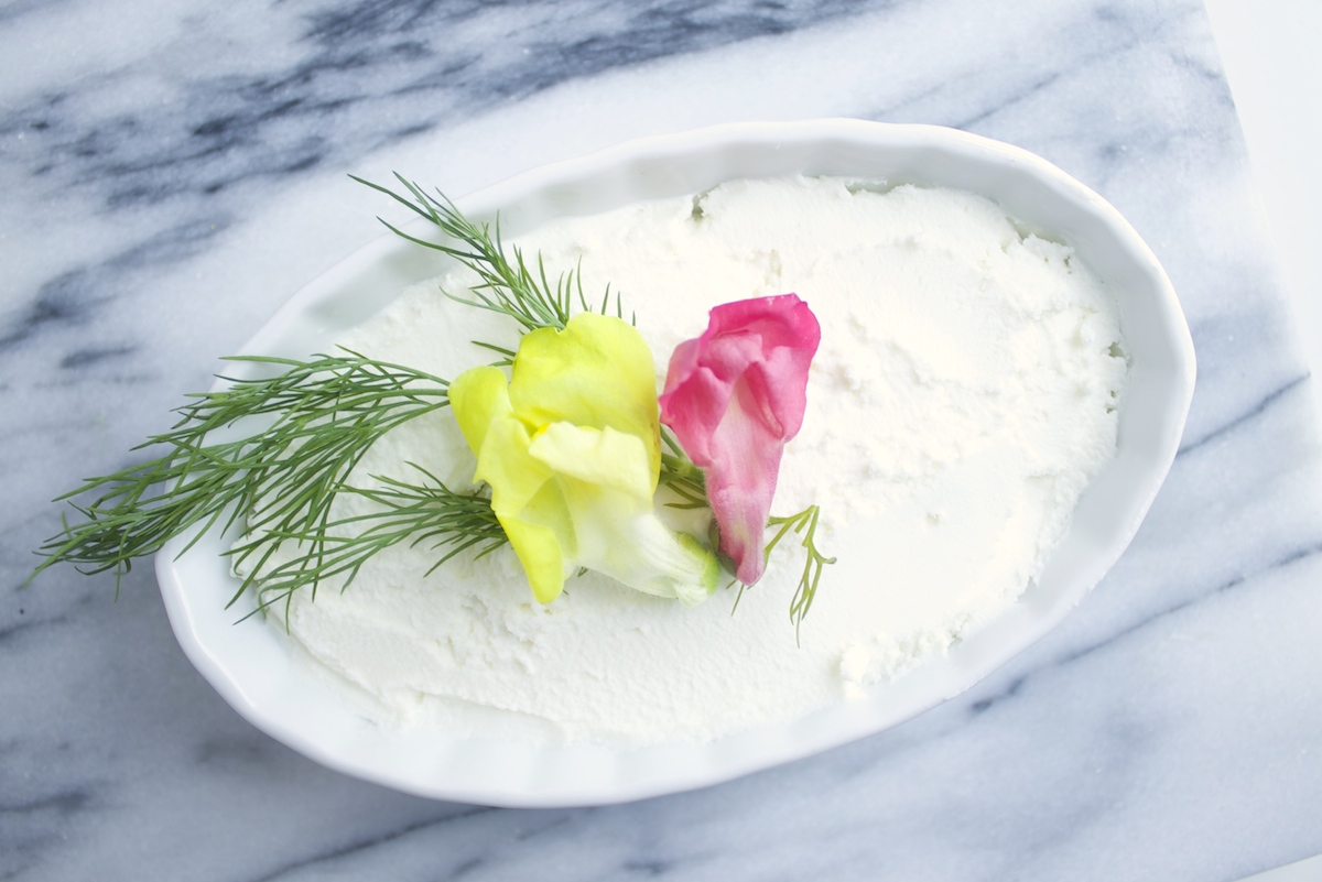 three-ways-to-use-edible-flowers.jpg