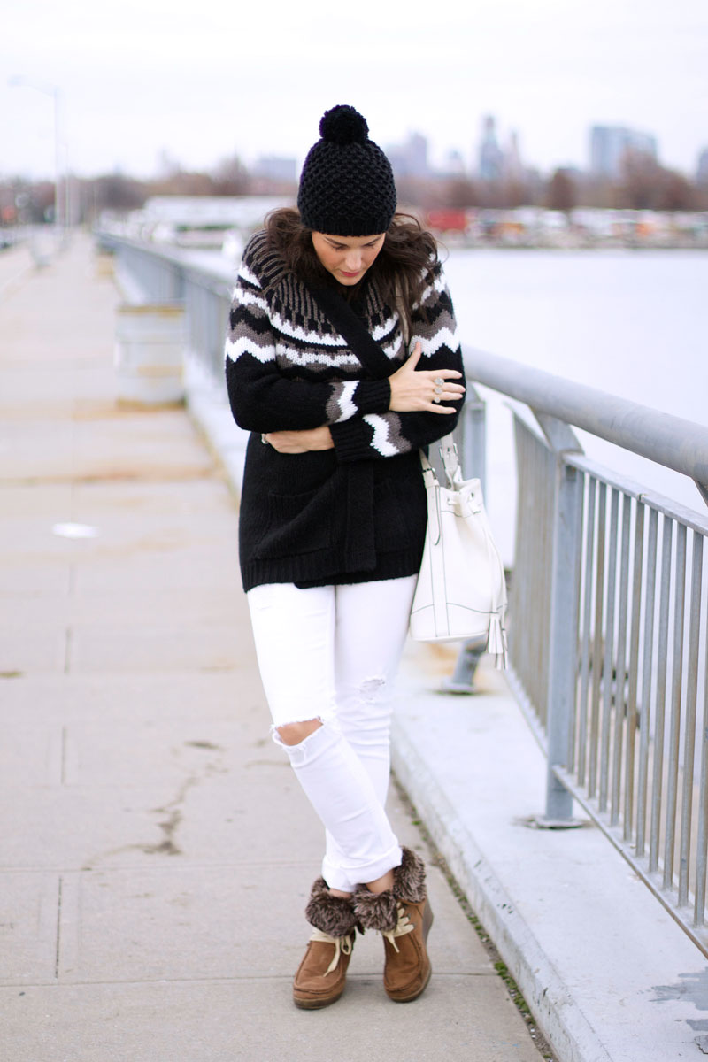 black-and-white-cozy-winter-outfit.jpg