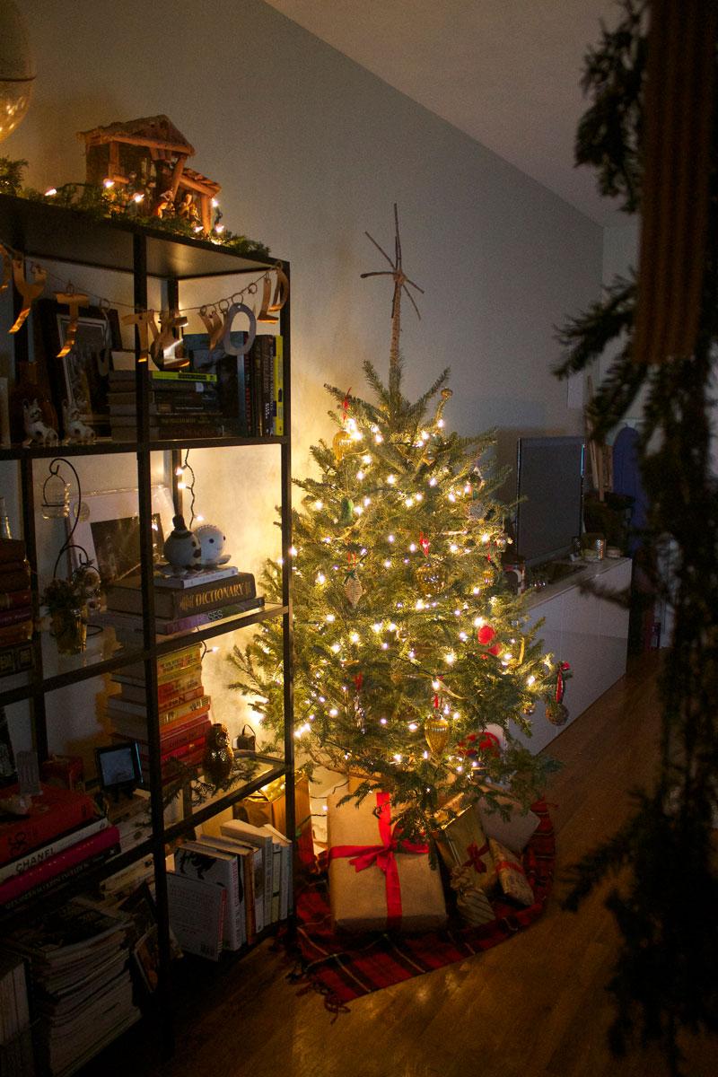 easy-DIY-budget-woodsy-Christmas-decorations.jpg