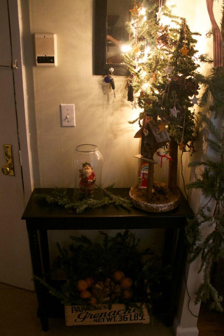entry-table-Christmas-decorating-ideas.jpg