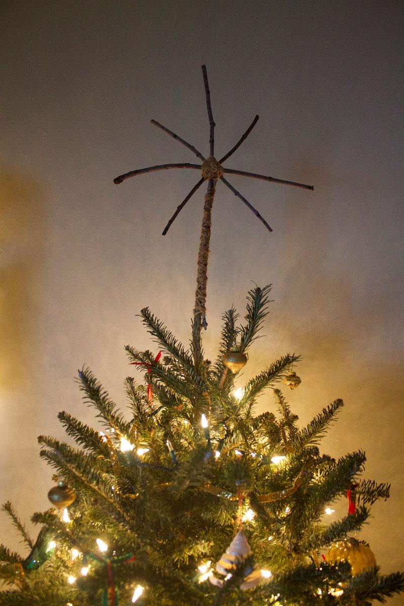 rustic-DIY-wooden-star-Christmas-tree-topper.jpg