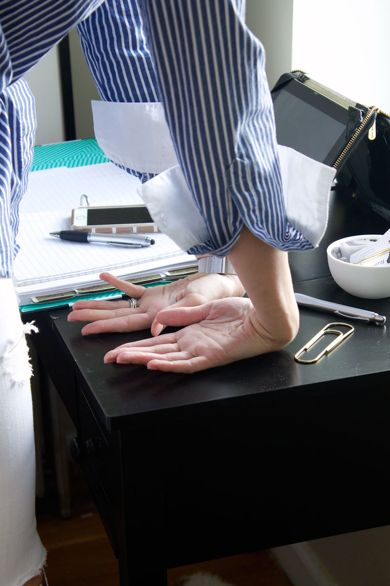 desk-exercises-carpal-tunnel-stretch.jpg