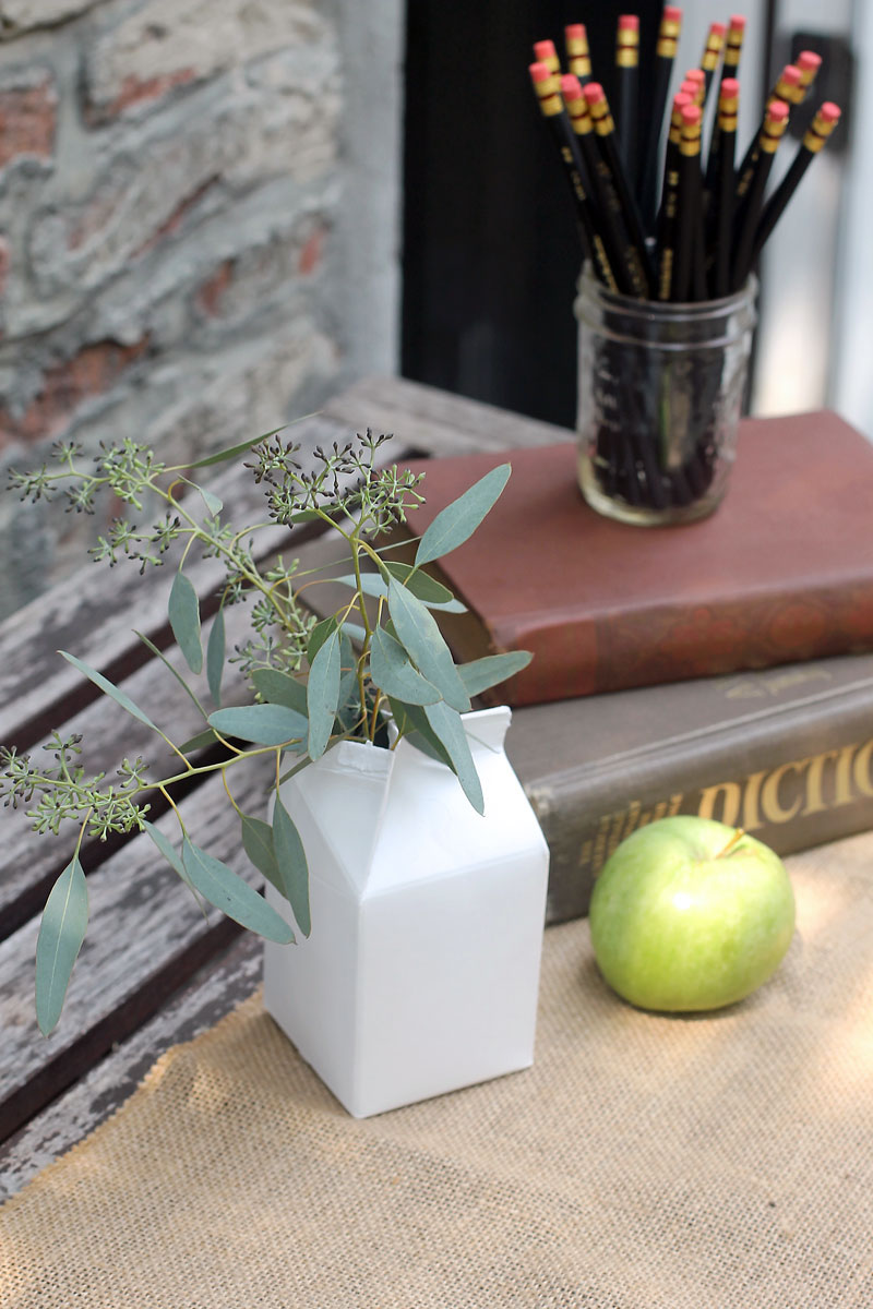 centerpieces-for-a-back-to-school-party.jpg