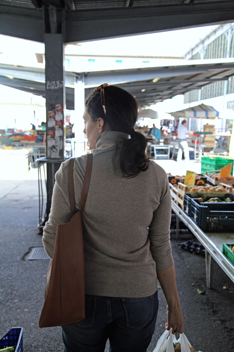 shopping-at-the-Florence-market.jpg