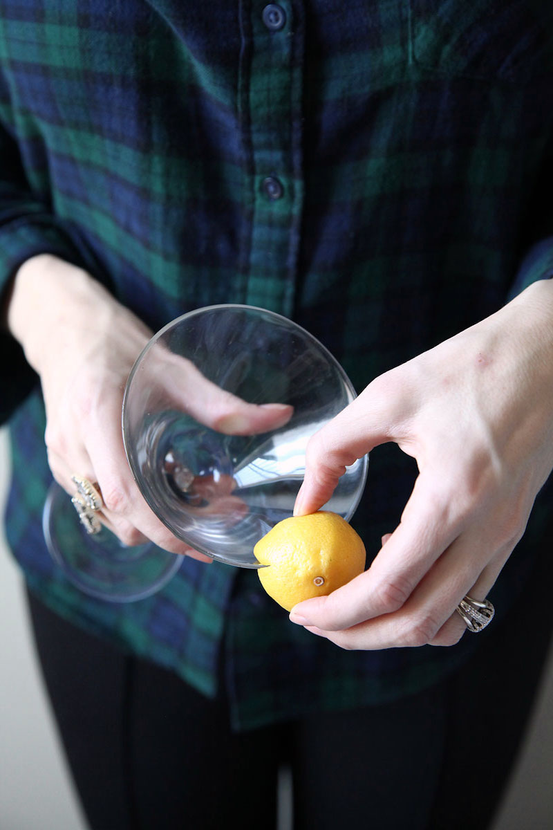 how-to-make-a-gold-rimmed-cocktail-glass-for-New-Years-Eve.jpg