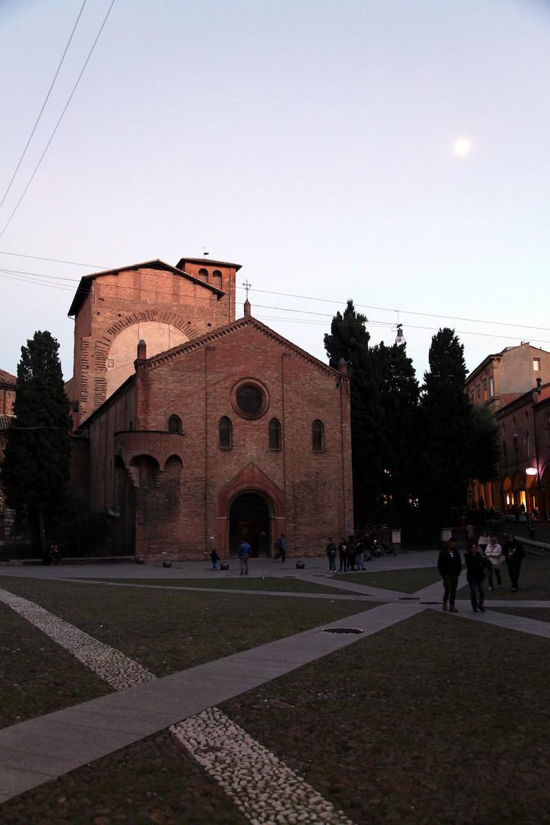 seven-churches-in-bologna-Italy.jpg