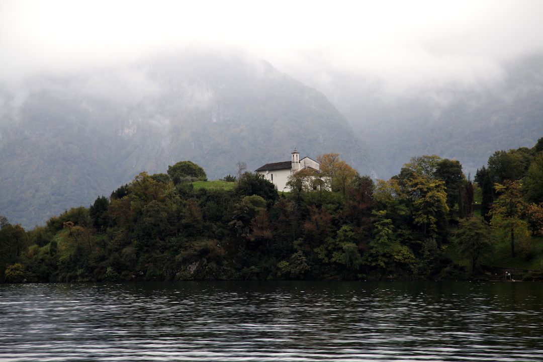 church-on-island-in-Lake-Como.jpg