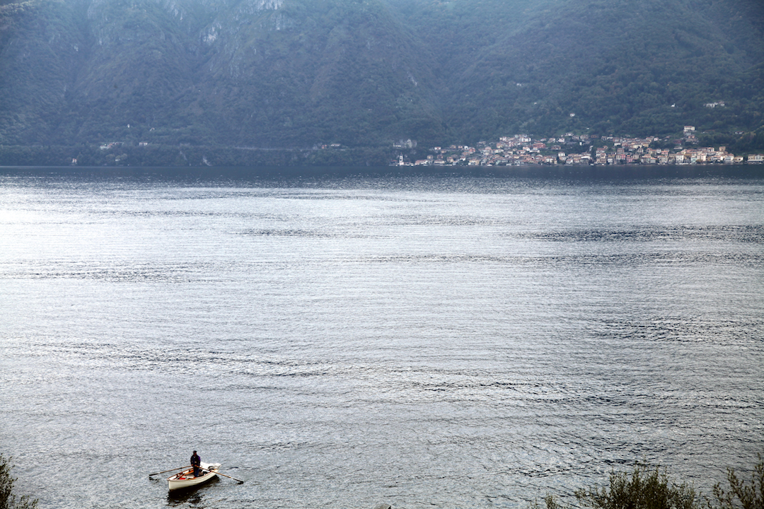 row-boat-on-lake-como.jpg