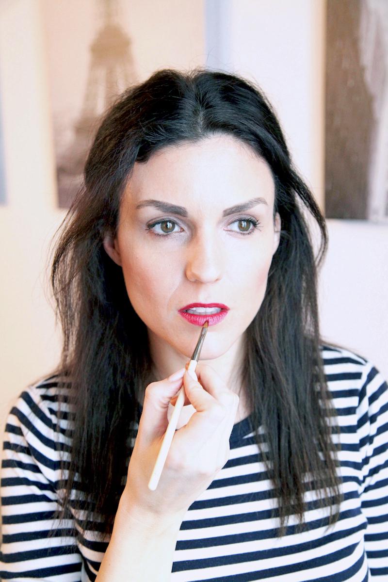Red-Lip-paint-brush.jpg