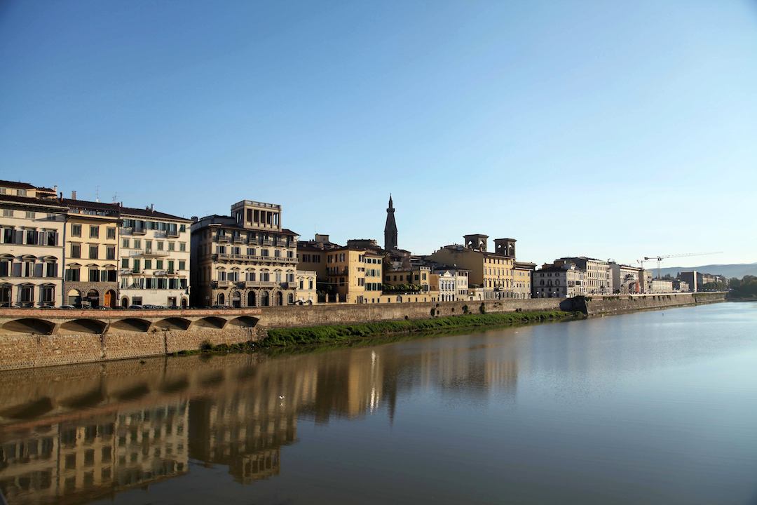 houses-along-the-river-in-Florence.jpg