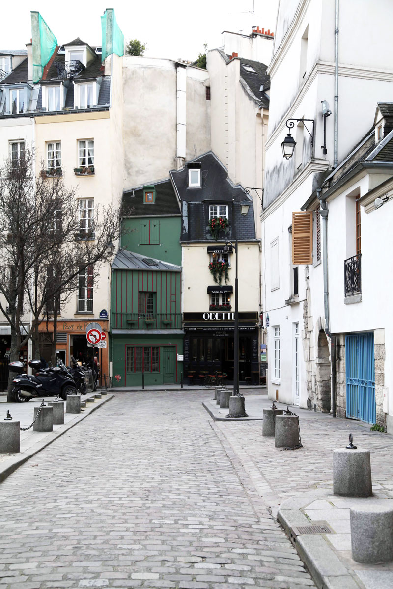 Odette-alley-in-Paris.jpg