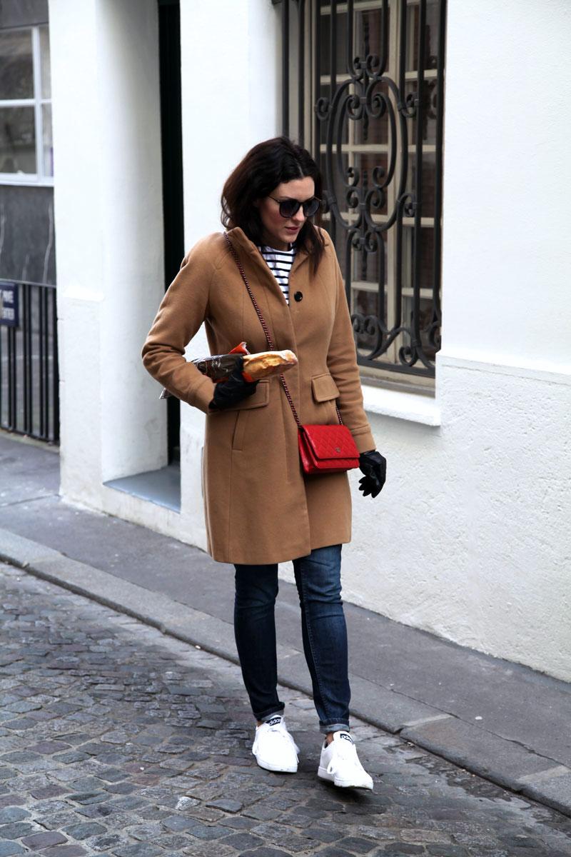 girl-carrying-a-baguette-in-paris.jpg
