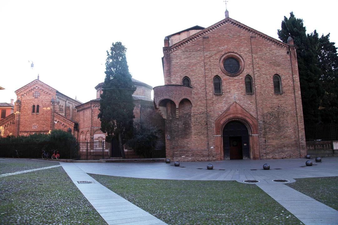 seven-churches-in-Bologna.jpg