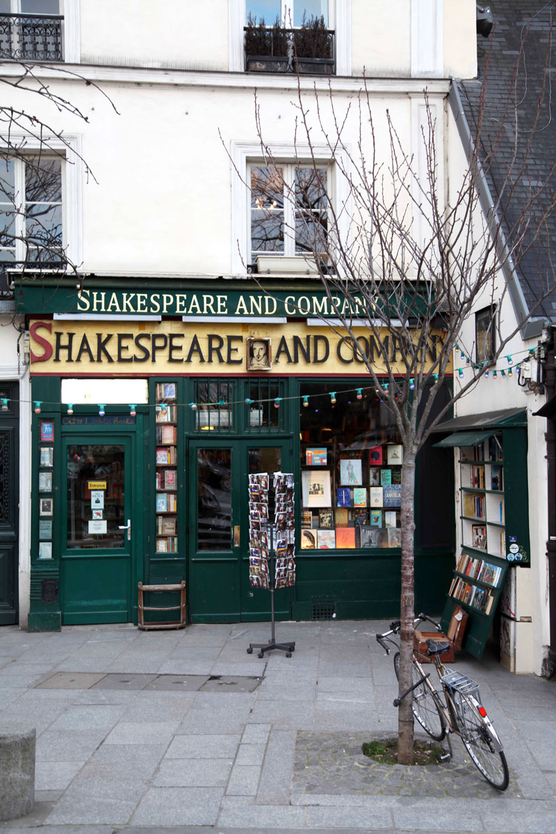 Shakespeare-and-company-bookstore-in-Paris.jpg
