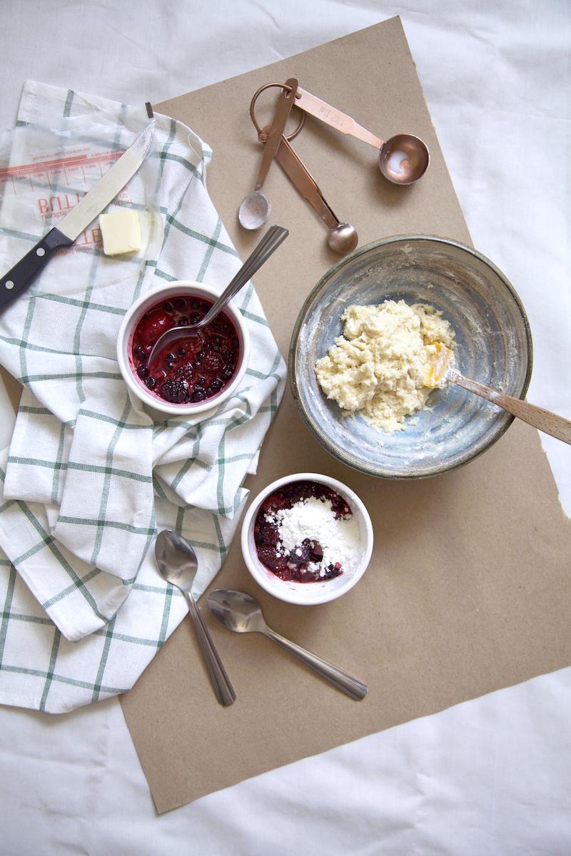 berry-cobbler-in-a-mug-easy-recipe.jpg