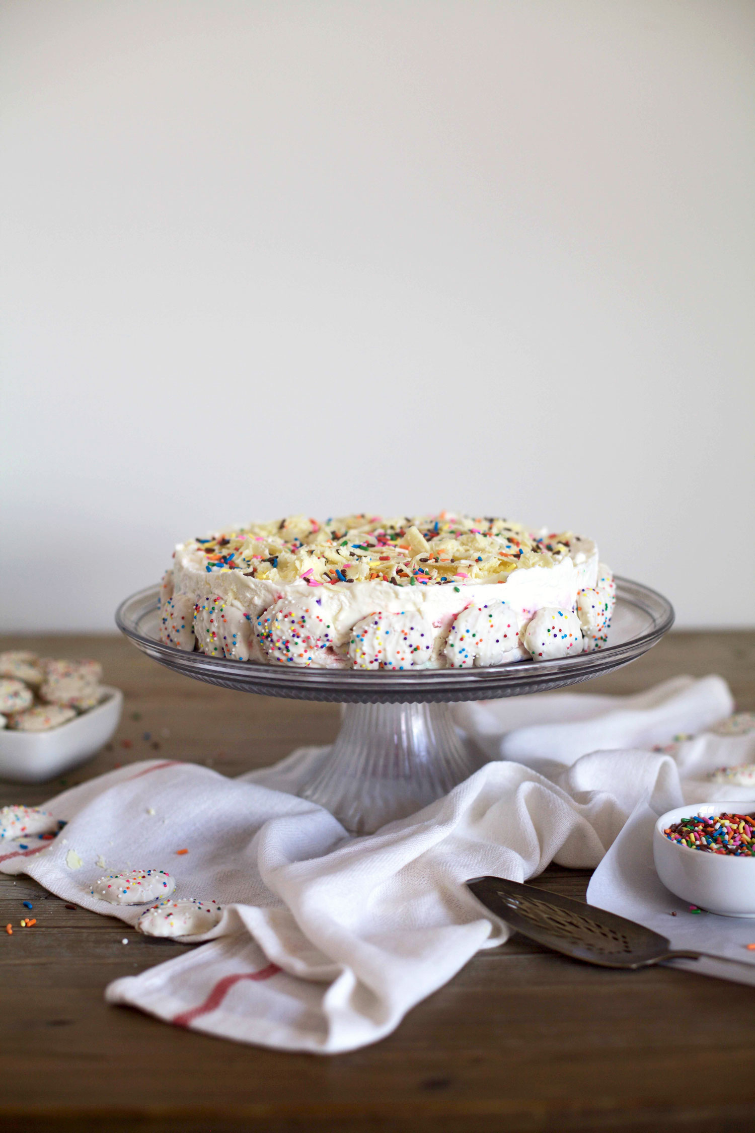 Frosted-Animal-Cracker-Ice-Box-Cake1.jpg