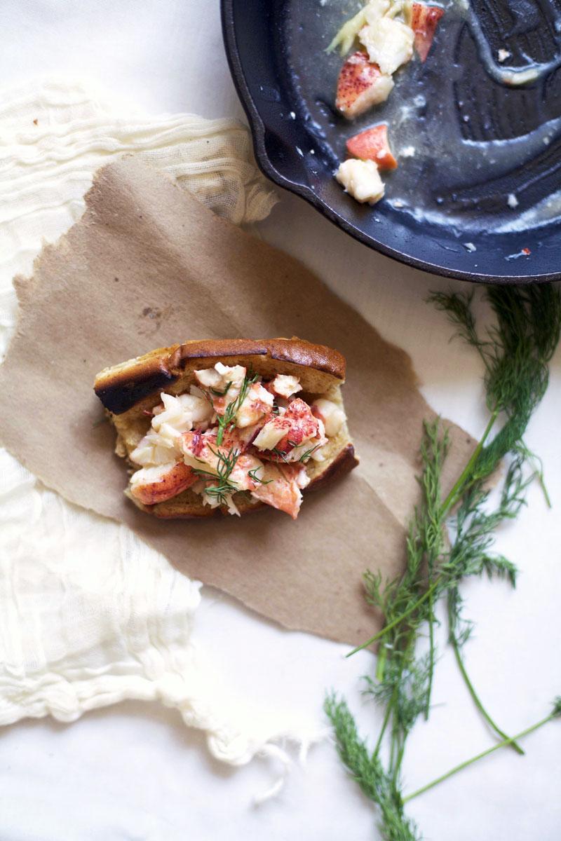classic-lobster-roll-recipe.jpg