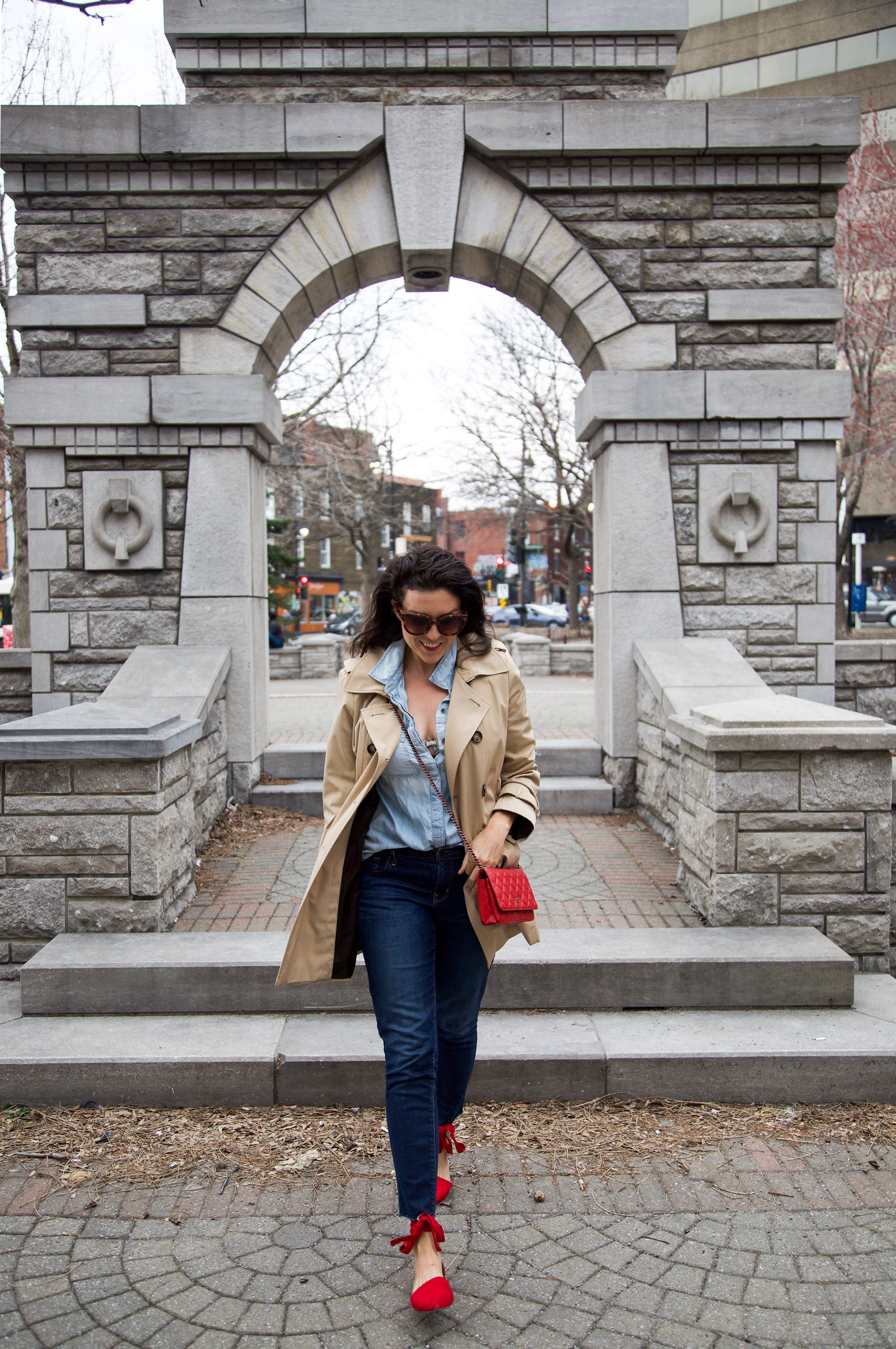 denim-on-denim-outfit-with-trench-coat-and-red-accessories3.jpg