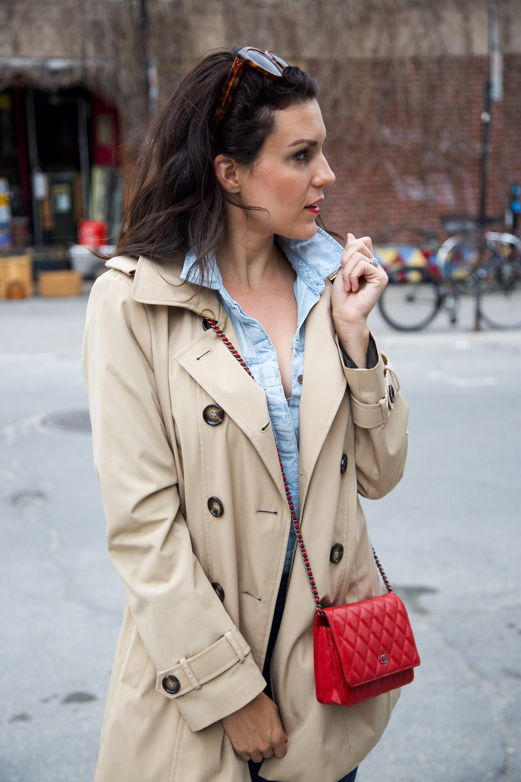 denim-on-denim-outfit-with-trench-coat-and-red-accessories6.jpg