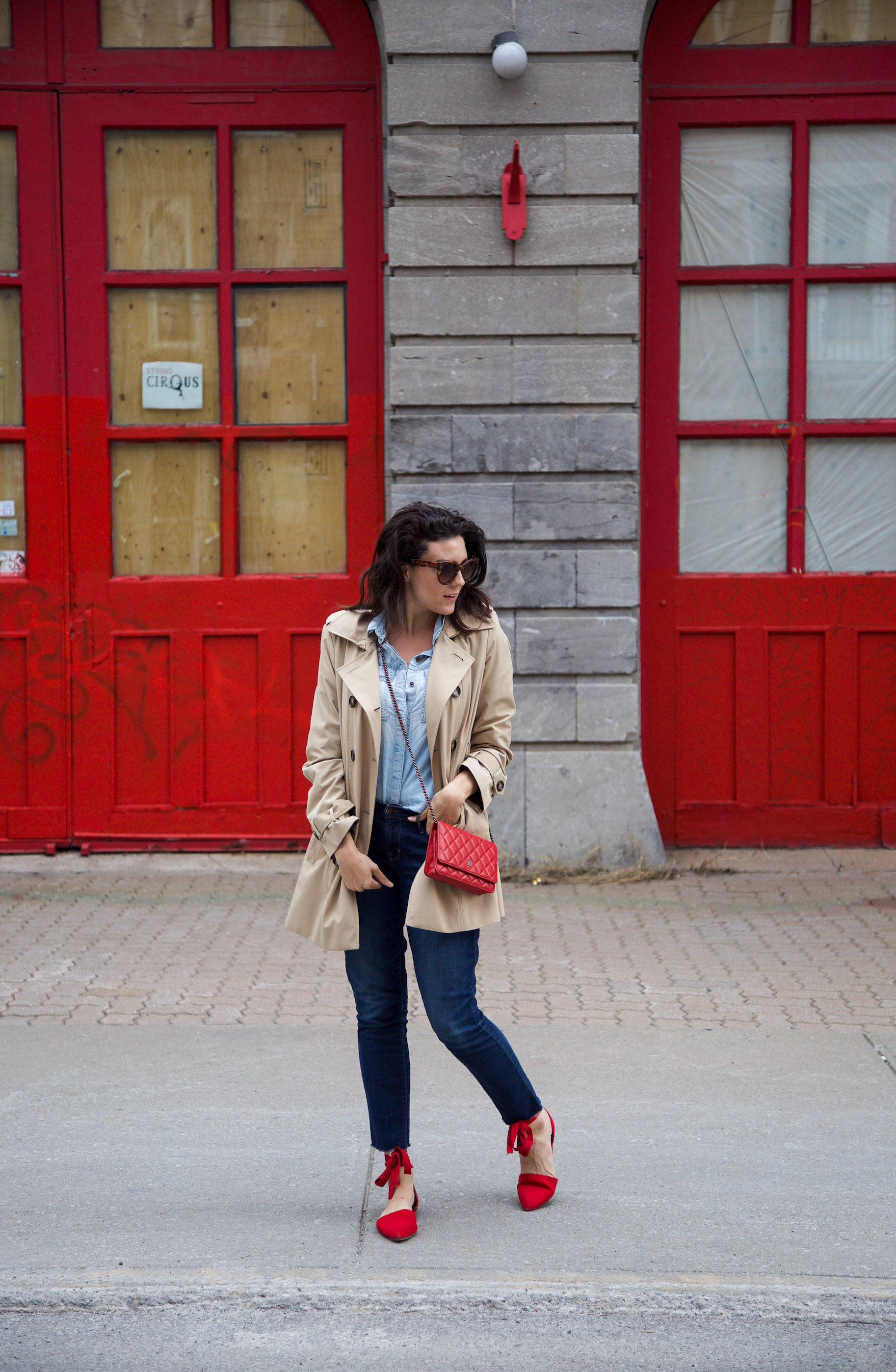 denim-on-denim-outfit-with-trench-coat-and-red-accessories8.jpg