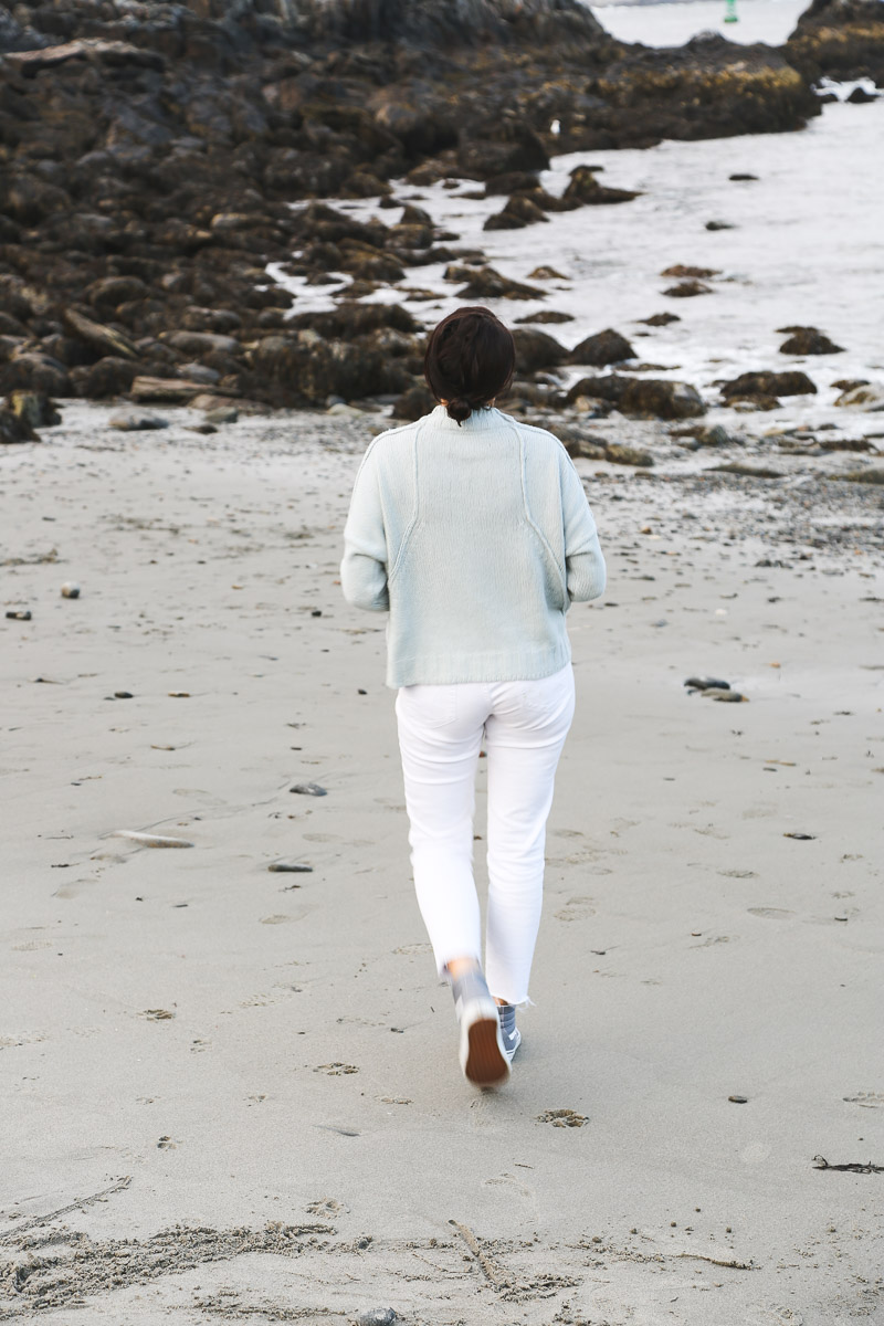 new england fall transitional outfit- light blue sweater, white jeans, gray vans2.jpg