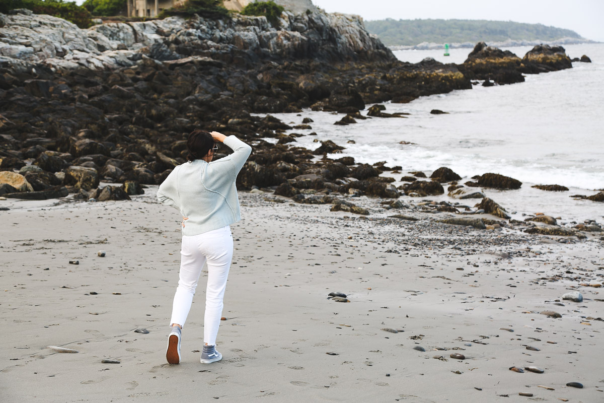 new england fall transitional outfit- light blue sweater, white jeans, gray vans3.jpg