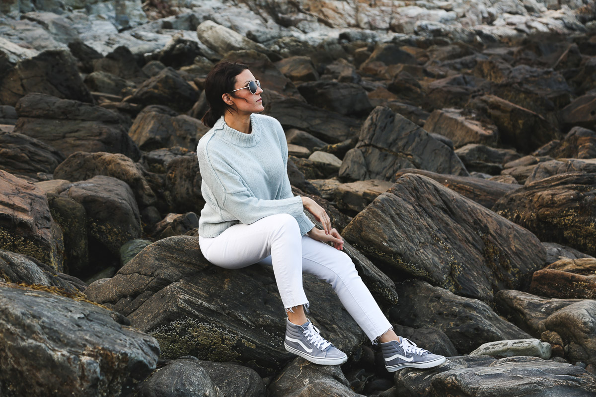 new england fall transitional outfit- light blue sweater, white jeans, gray vans6.jpg
