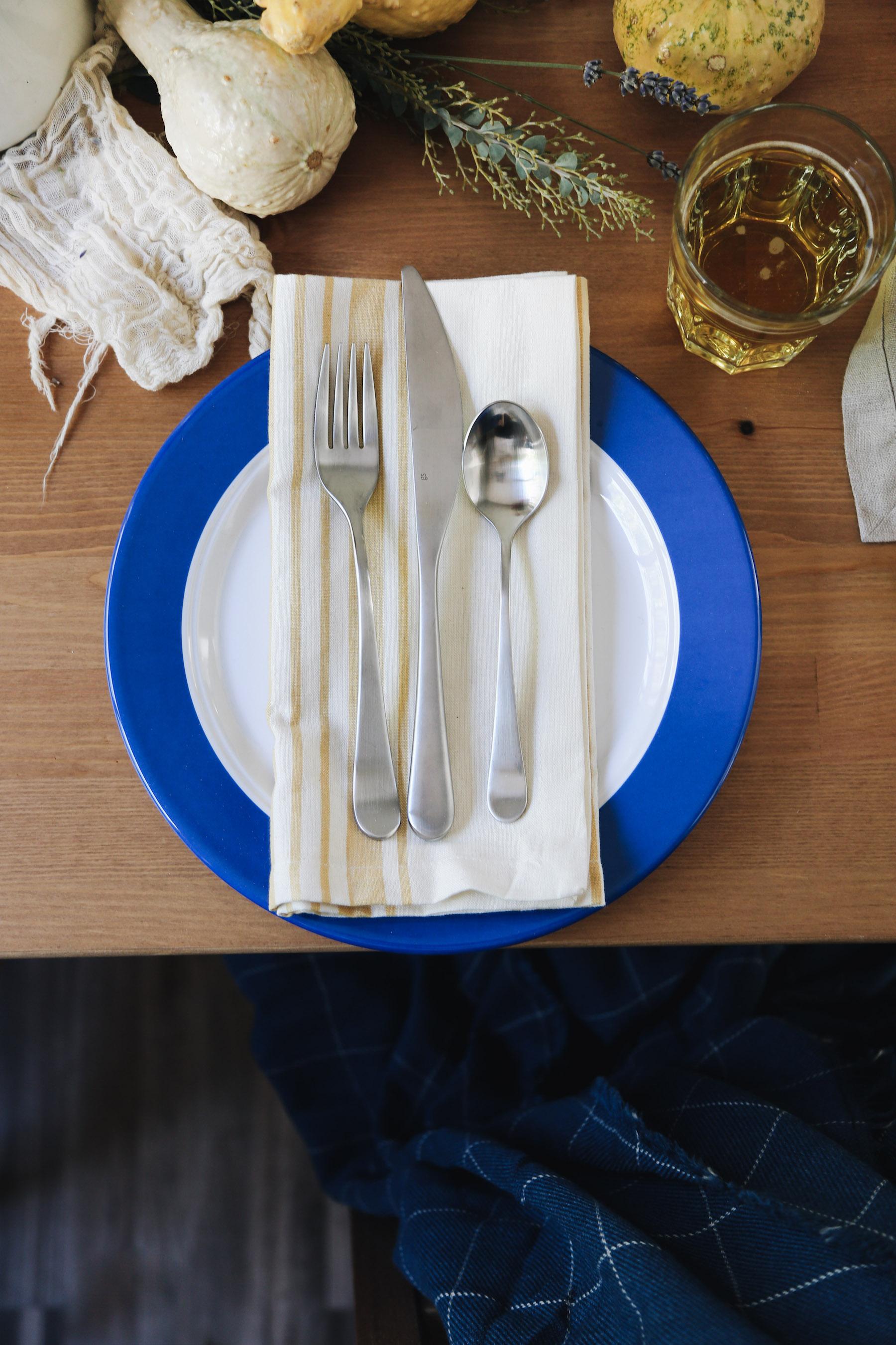 bright farm-style table setting for fall10.jpg