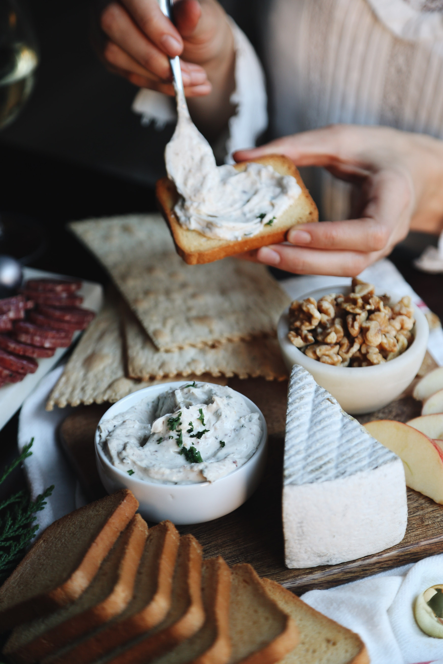 how to create a holiday cheeseboard for under 35 dollars12.jpg