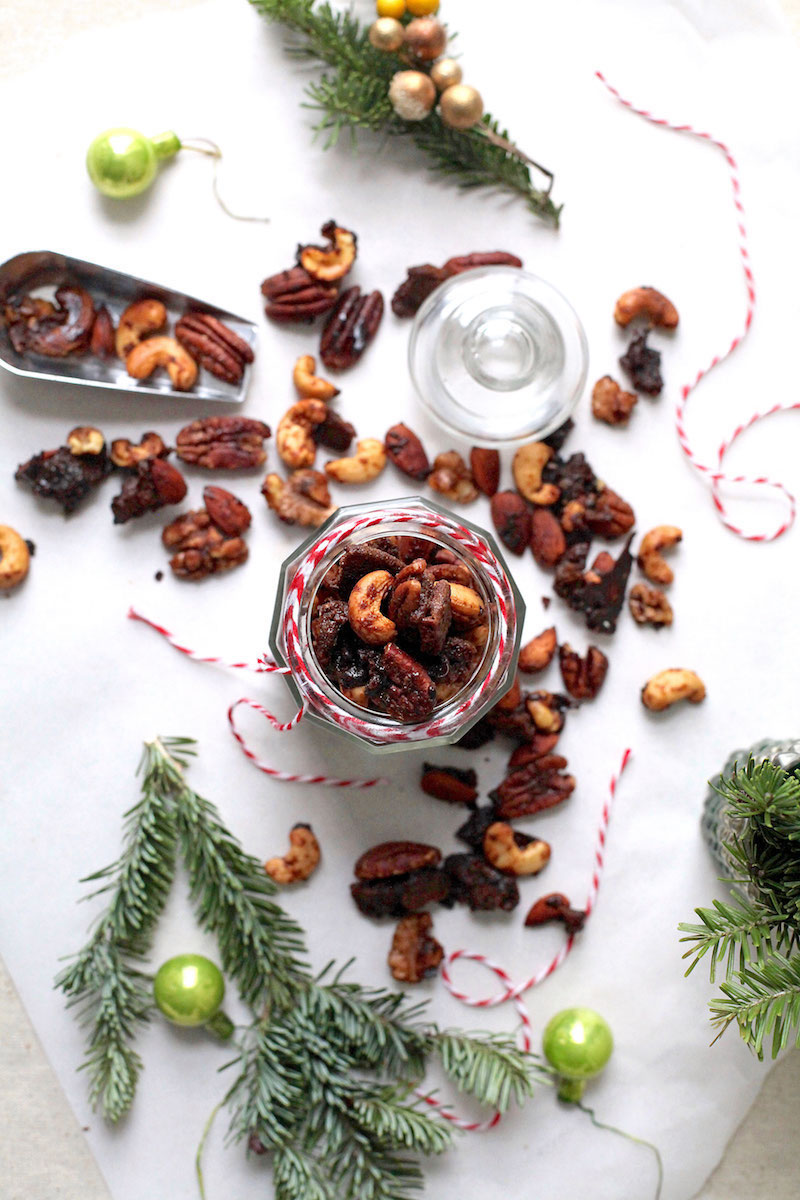 CANDIED GINGERBREAD NUT CLUSTERS - All the crunch. All the sweet. All the spice. Make it days in advance but only if you trust yourself to not eat it all because it is just that darn good!