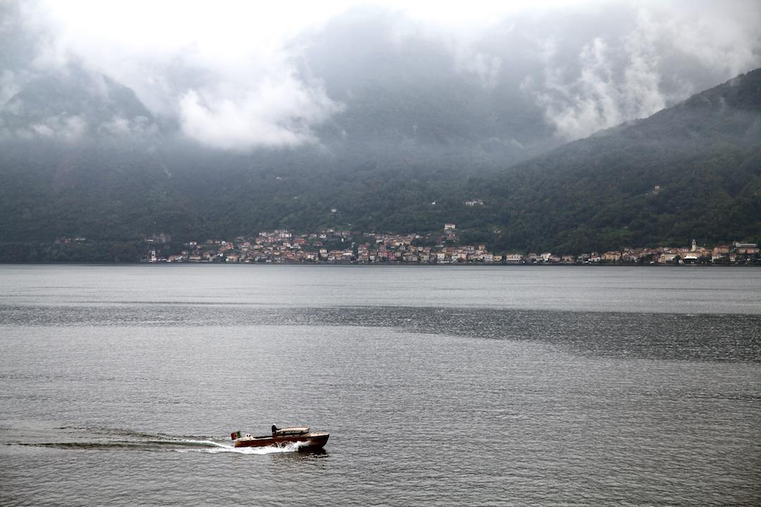 boat-on-lake-como.jpg