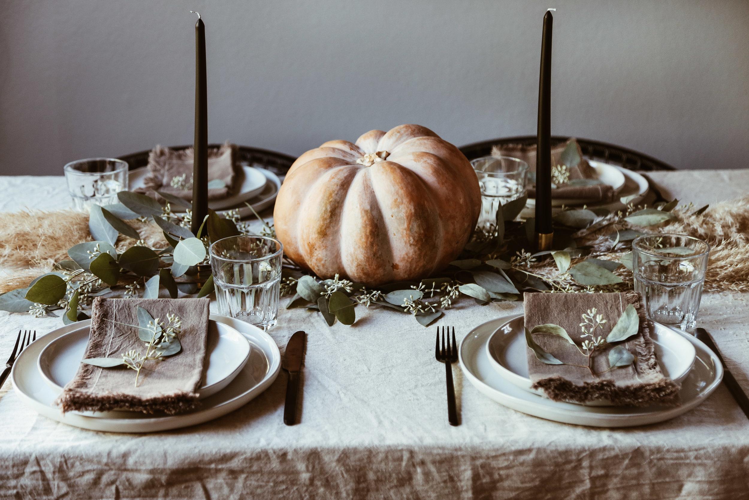 easy thanksgiving tablescape-1.jpg