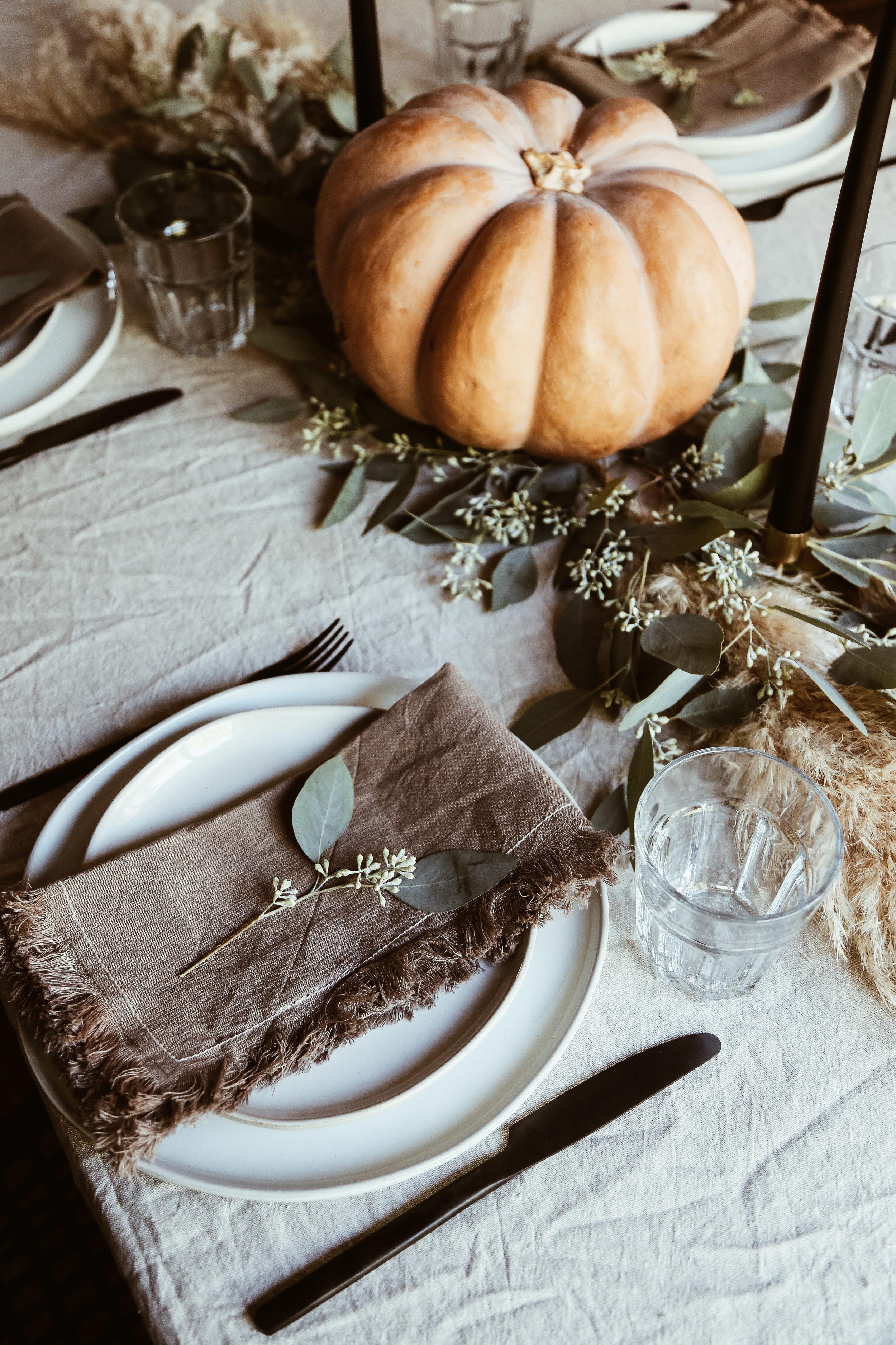 easy thanksgiving tablescape-5.jpg