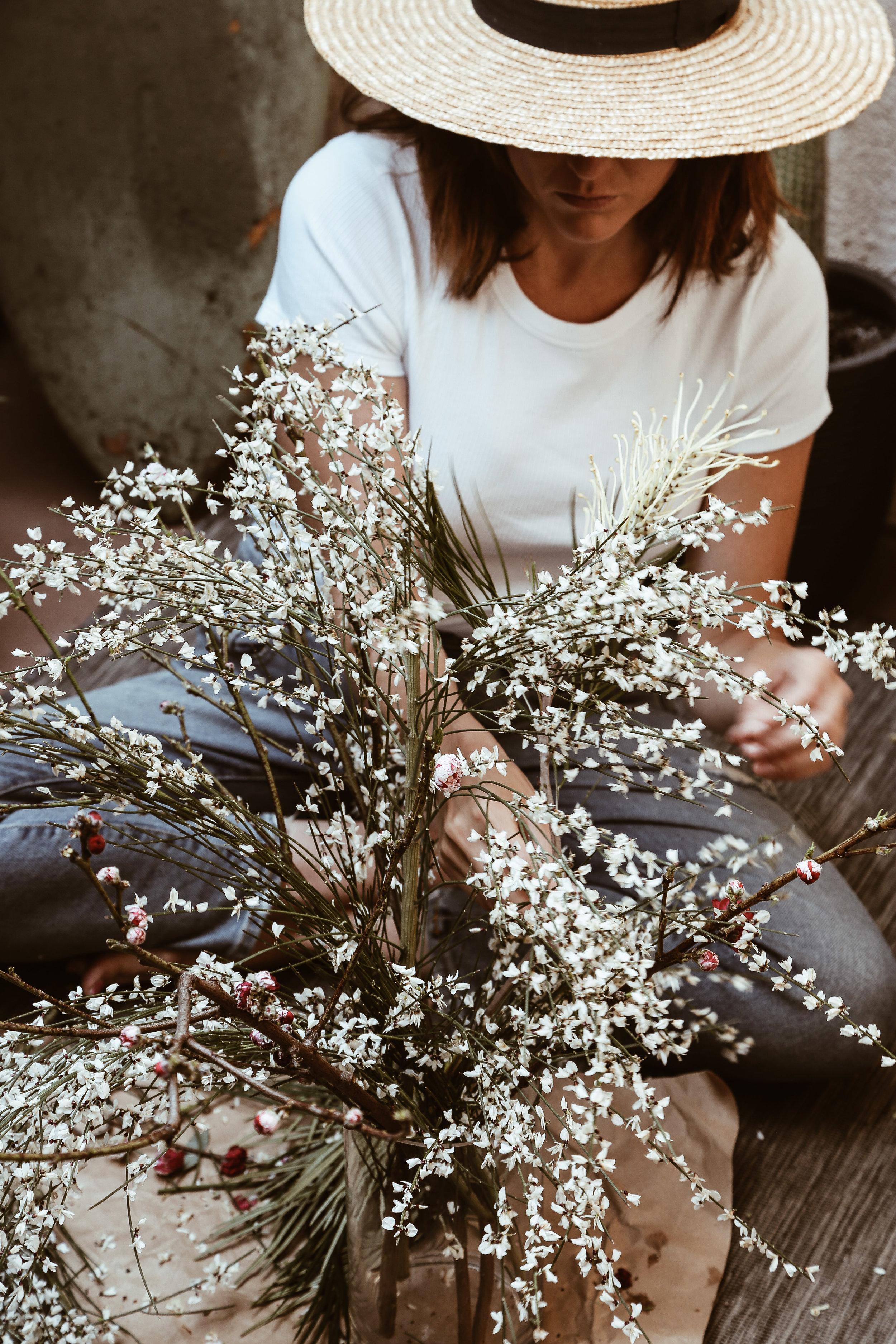 diy spring wildflower arrangment -9.jpg
